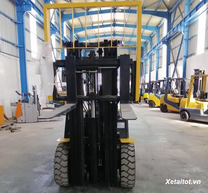 bo-chui-container-tren-xe-nang-3-5-tan